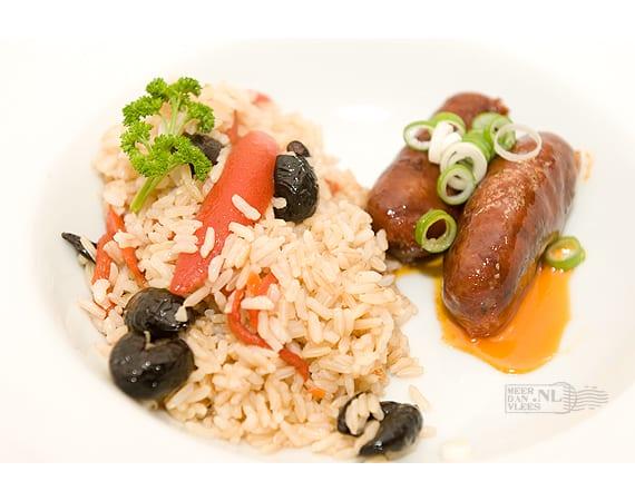 Chorizo Iberico uit de pan met rijst, olijven en peperonata