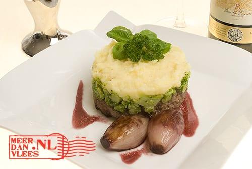 Kalfstartaar-taartje met gekonfijte sjalot, broccoli en puree