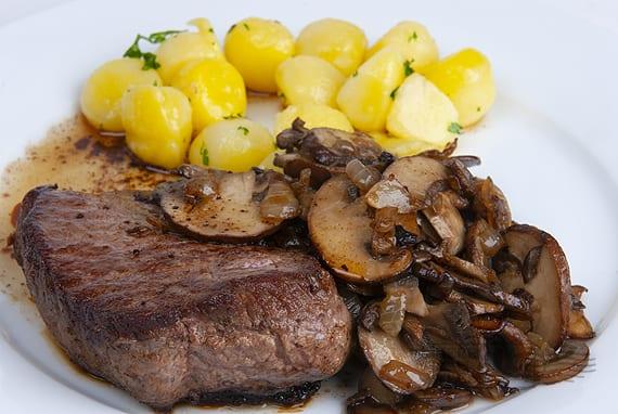 Kogelbiefstuk uit de pan met champignons