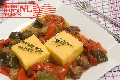 Saucijs met ratatouille en polenta