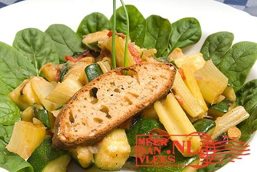 Vegetarische cassavestoofschotel
