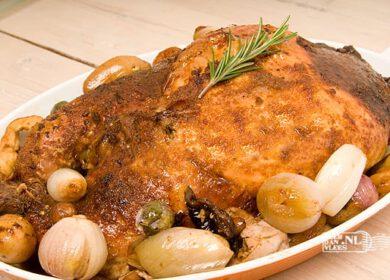 Gevulde, ontbeende kalkoen uit de ovenvarkenshaas met winterpeen en mosterdsaus839b0269e2d873b6