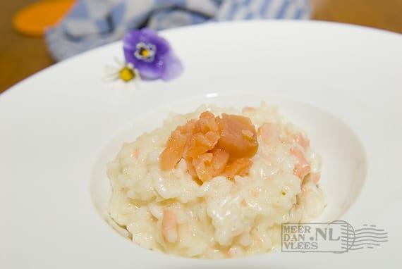 Risotto met gerookte zalm (risotto al salmone affumicato)