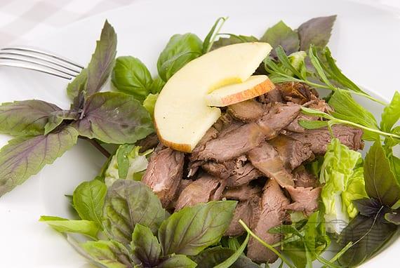 Salade van gegaarde sukadelap