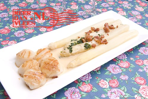 Coquilles St. Jacques met asperges