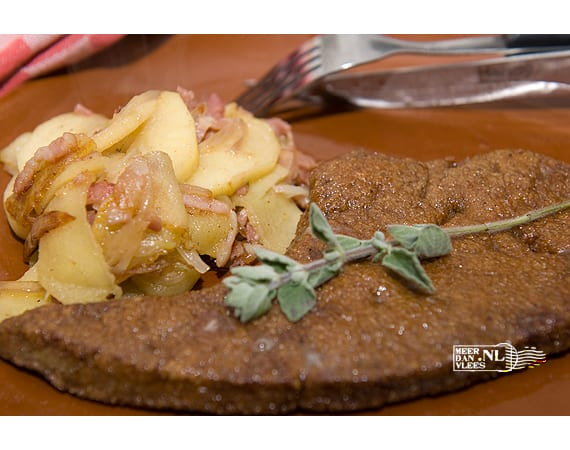Runder-, kalfs-, of varkenslever met appeltjes en spekjes