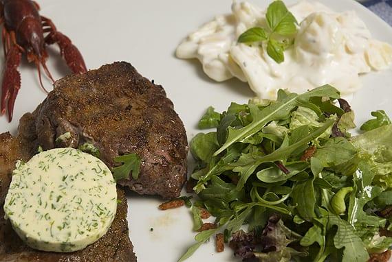 Biefstuk en entrecôte met eigengemaakte kruidenboter