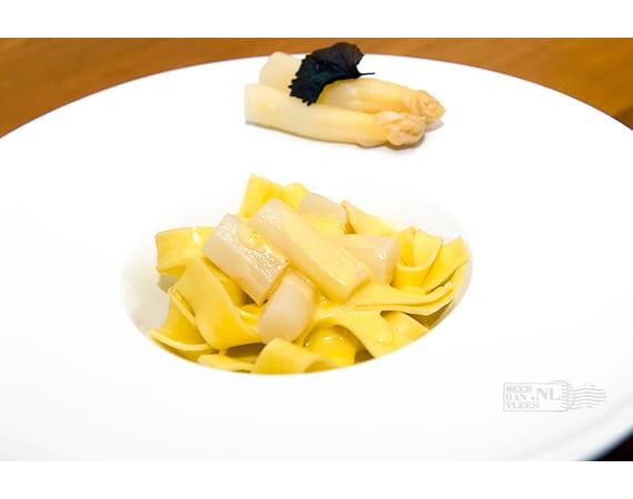 Pappardelle met witte asperges en hollandaisesaus