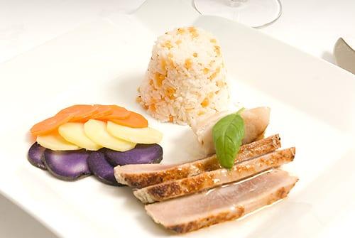 Duet van gegrilde tonijn en kabeljauw met een tricolore van truffe de Chine, pastinaak en winterpeen
