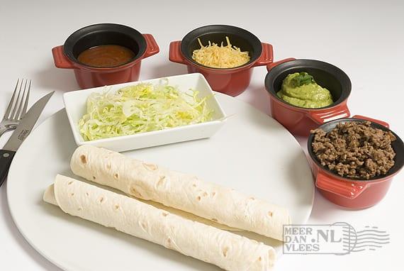 Mexicaanse tortillawraps met salsa en guacamole