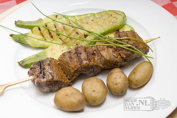 Spies onwies met aardappel in de schil en gegrilde courgette