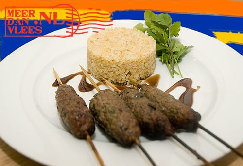Ljoelja kebab (lamsgehaktspiesjes) met bulgur
