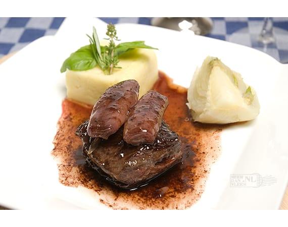Hanger steak (longhaas) met gekonfijte sjalot in rodewijnsaus