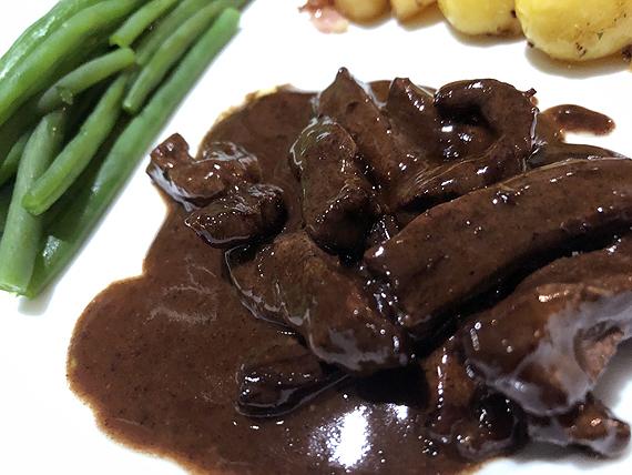 Biefstukreepjes in rodewijnsaus