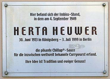 Herta Heuwer Gedenkplatte