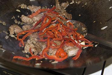 Runderstoofvlees met merguez, bataat en kouseband