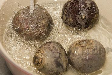 Hors d'œuvre œuf de caille et caviar