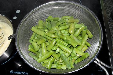 Stoofschotel met spekbonen, gehakt, spekjes en aardappelen