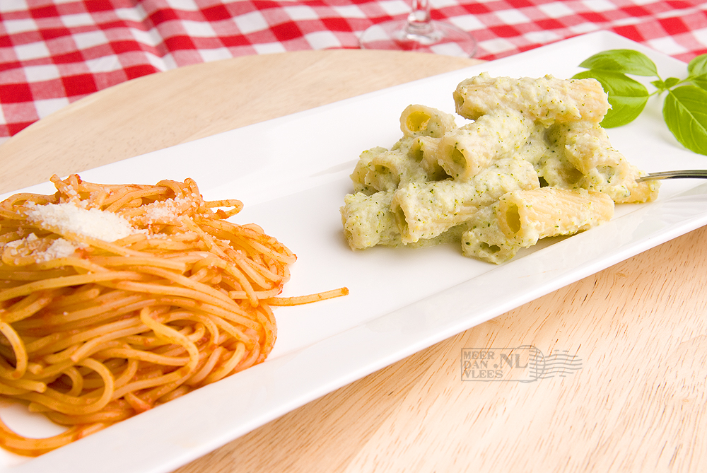 Assaggino di tortiglioni alla crema di broccoli e spaghetti al sugo