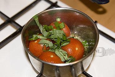 Zwaardvis van de grill met daslook en gestoofde tomaat
