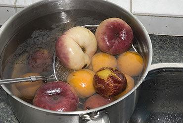 Tuiles met vruchtencompote en verse lavendel