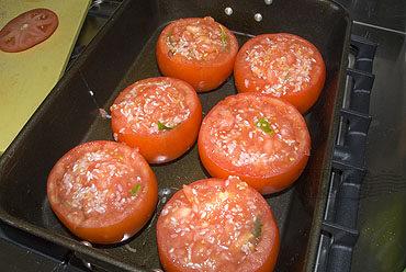 Tomaten, gevuld met rijst