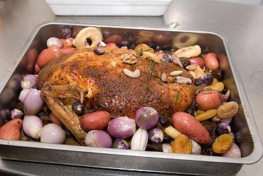 Gevulde, ontbeende kalkoen uit de oven