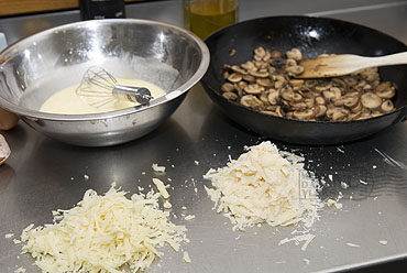 Torta rustica ai funghi: hartige Italiaanse taart met kaas en champignons