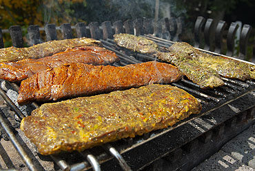 Gemarineerde skirt steak op de barbecue