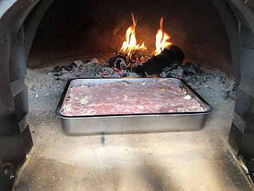 Ovenschotel saucijs broccoli bloemkool uit de houtoven
