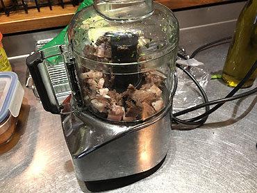 Ravioli met gestoofde varkenswang en donkere saus